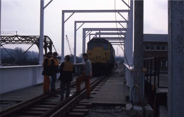 04_First_Locomotive_on_Waybeam_tightening_11-02-1987s
